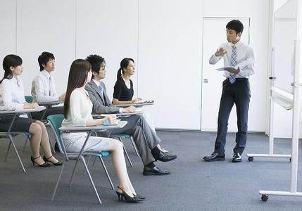 审视公司与固定客户的关系