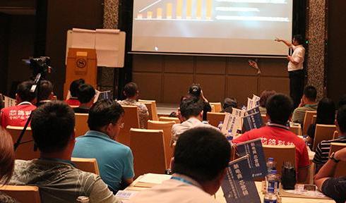 杨永春老师,2017年9月4日为厦门芯鸽科技主讲《转型互联网+解读社群电商+粉丝经济》