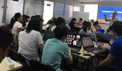 【政府合作】互联网微营销讲师张守辉受上海人保局邀请在黄浦中心做文案促销策划及裂变活动