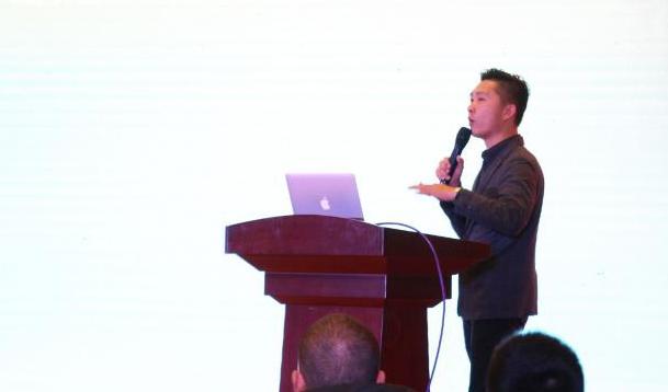 黄宣老师为南京平台代理商主讲《移动互联网时代的商业发展趋势》课程